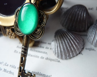 Emerald Green Key Poison Ivy Necklace