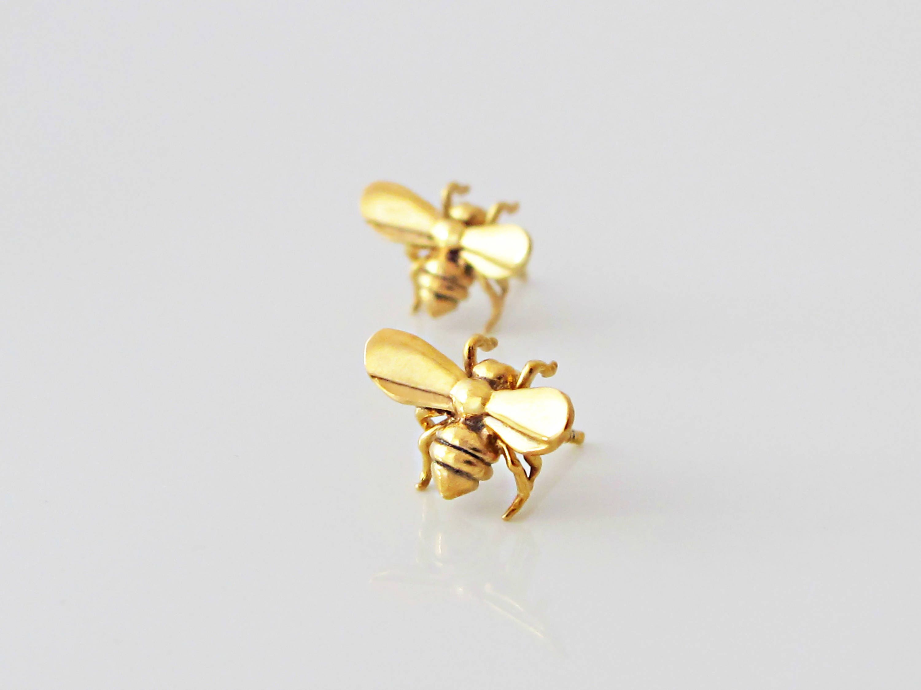 gold myel mini bee yellow single stud design earring products in minibee
