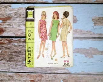 Vintage Sewing Pattern - McCalls 8824 - Vintage Dress Pattern - Short Dress - Day Dress - Size Small 31 Bust - 1960s Sewing