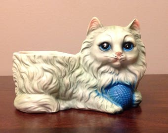 FREE SHIPPING! Vintage cat with ball of yarn planter