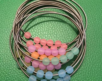 Stainless steel color piano wire bracelets with multi coloered beads