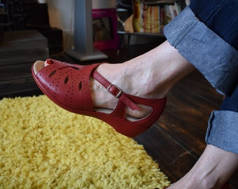 1940s 50s RED  Rockabilly Style Leather Wedge Comfortable Shoes Sandals sz 4  uk
