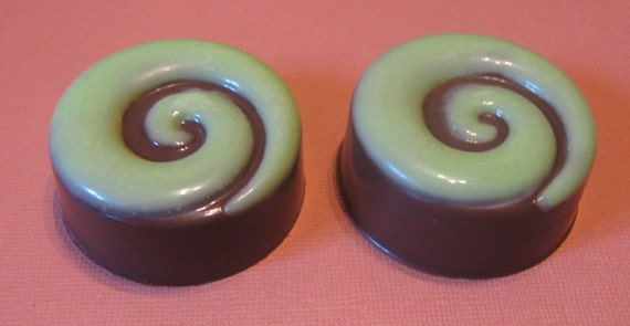 One dozen spiral design chocolate covered sandwich cookie oreo party favors