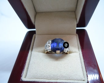 Gold ring with natural sapphire
