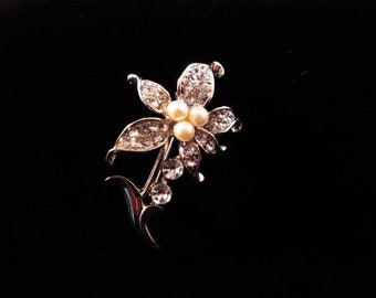 Vintage Flower Pin with Rhinestones and Pearls