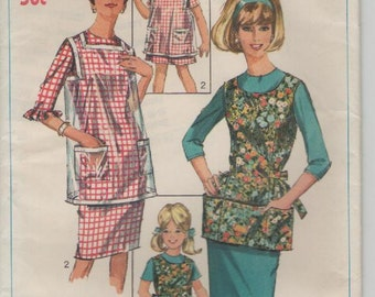 1960s Simplicity Pattern No 6809 Child's Girls Aprons Size 6-8.  Uncut, Factory Folded
