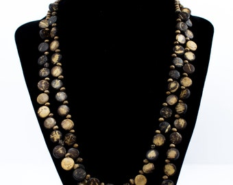Beautiful wooden necklace in two colors (brown and light brown)