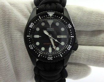 Seiko mod MEDIUM SKX013 all black Divers watch Cerakote military with hand crafted Paracord strap