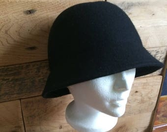 Vintage felt hat, 80's but a look from the 50s, 60 Black Bell
