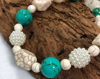 Short turquoise and howlite necklace