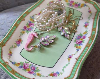Pastel vintage jewelry tray