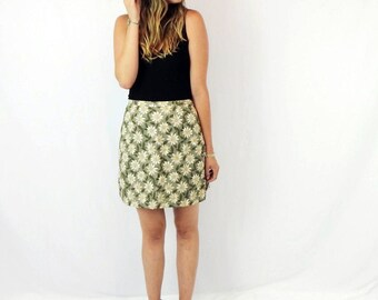 It's a Skort! Women's Vintage 90's Daisy Print Skirt and Shorts in One!