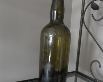 Antique green glass bottle Black and White old Scotch Whisky James Buchanan Very good condition
