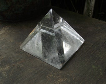 Clear Crystal Pyramide