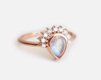 Moonstone Engagement Ring, Gold Moonstone Ring, Engagement Moonstone ring, Birthstone Ring, Pear Moonstone Ring, Moonstone Cabochon Ring