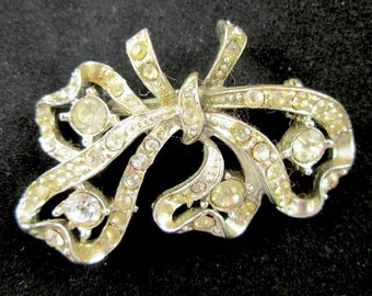 Vintage Signed CORO Brooch Pin Silver Tone Clear Rhinestones Art Nouveau Bow Ribbon Ribbons Design