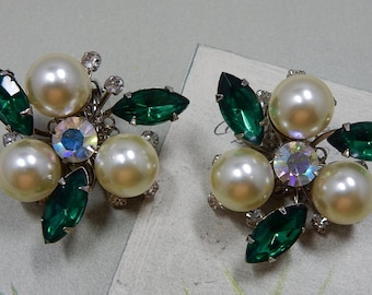 JUDY LEE Signed Large Pearl and Green Marquise Rhinestone Clip Earrings    OEO34