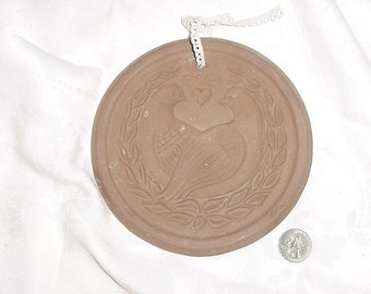 Vintage 1979 Lovebirds Doves Cookie Mold Hartstone  6 1/2 in Round
