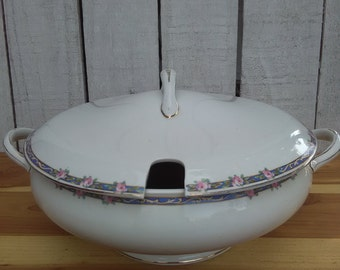 1940's John Maddock Royal Vitreous English Footed Round Covered Vegetable Soup Tureen