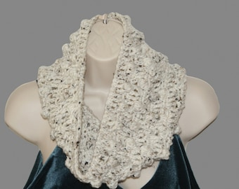 Womens Cowl, Crochet Cowl, Infinity Cowl, Winter Neckwarmer, Winter Cowl, Circle Scarf, Infinity Scarf, Oatmeal Scarf, Winter Scarf