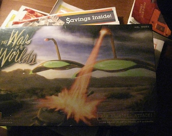 """War of the Worlds """"War Machines Attack!"""" Factory Sealed Kit 1/144 Scale"""