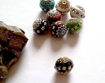 9 beads Indian polymer, rhinestones and metal, black and gold