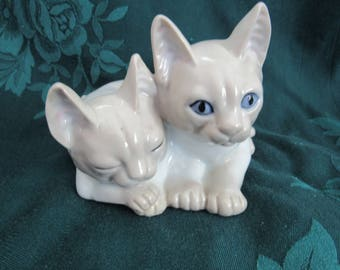 Vintage Lilac Point Siamese Cats Figurine