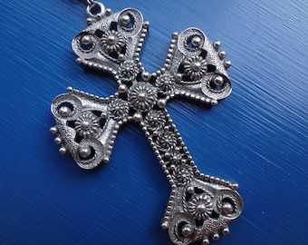 Vintage Limited Edition Sarah Coventry Cross Necklace