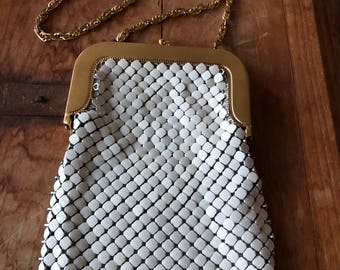Vintage Whiting & Davis White Mesh Handbag with Gold Tone Frame, Kiss Lock Clasp, 1930s, 1940s, 2816 made in USA Art Deco