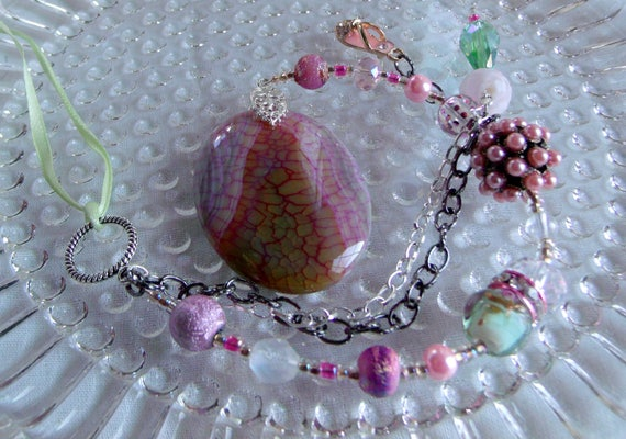 Sun catcher for window - Pink agate dragon vein - hanging stone- berry rose- sparkly sandal charm - for car -  crystal sun catcher