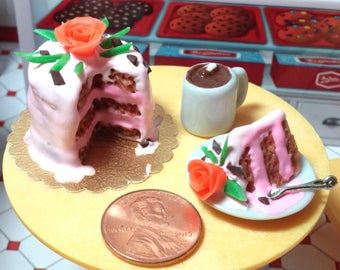 Dollhouse Miniature pink cake Fairy garden Miniature strawberry frosting Cake Miniature Food 1:12 food Calico Critters Barbie fairy food