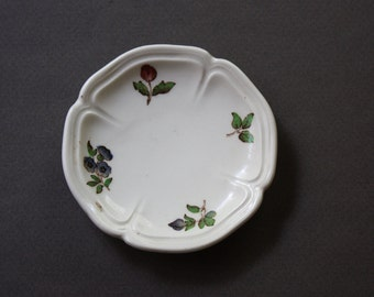 Wedgwood Catherine Shape Trinket, Jewelry, Soap, or Butter Pat Dish