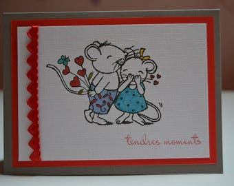 Valentine card couple mouse and her Garland of hearts