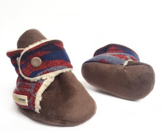 Red + blue baby booties with triangle design. Made with Pendleton® wool. Gender neutral mocassins.