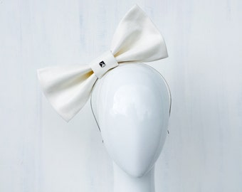 ANIKA: white bow fascinator - races, special events