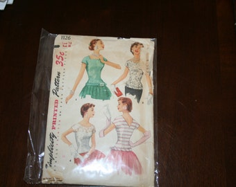Vintage Simplicity Pattern 1126 Size 14 Bust 32 blouse, fitted overblouse dress top