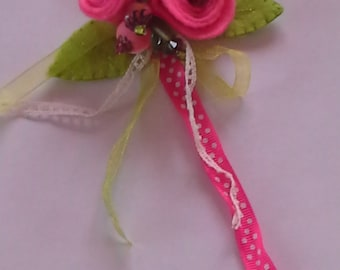 Brooch pink felt and beads