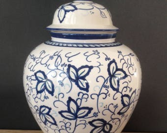 SALE / large Chinese blue & white ginger jar / Chinoiserie