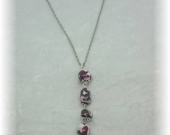 Composition of beads pendant - silver plated chain
