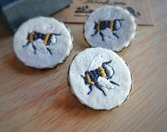 Bee brooch, bee pin, bee badge, embroidered bee brooch, bumblebee brooch, bee jewellery, gift for her, birthday gift, gift for mum