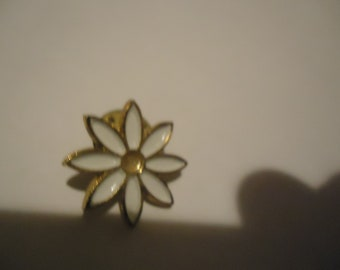 Vintage Sunflower Pin,  collectable