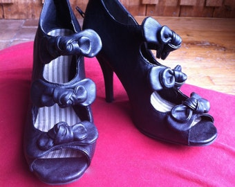 1990's Goth Madam Leather Stiletto's with Bows 8.5