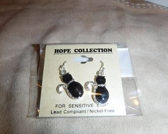 Earrings, cats, for pierced ears, from Heirloom Finds dainty & cute