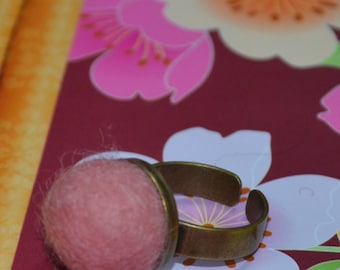 A Simply Felted Ring Pin Cushion (Pink)