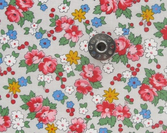 FAT EIGHTH Spring-a-ling Spring Bouquet in Putty   Small piece of folk inspired floral fabric by American Jane (Sandy Klop) for Moda.