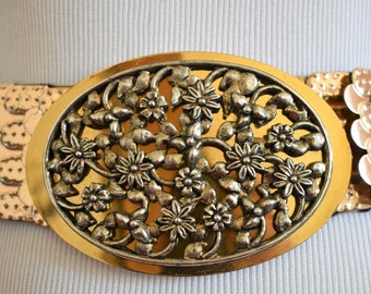 Vintage Wide Gold Metal Stretchy Belt / Women's Floral and Scallop Design