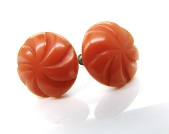 Carved Bakelite Button Earrings Screwback Butterscotch  teamvintageusa ecochic team