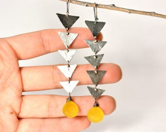 Linked earrings - Triangles chain and yellow Chalcedony earrings