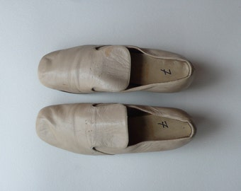 1960s Cream Capezio Loafers With Stacked Heel