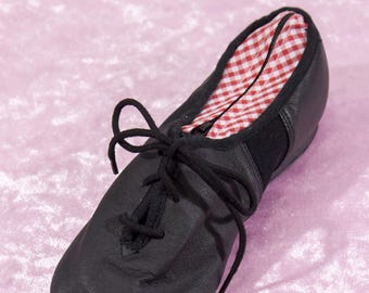 Black clutch in a true jazz dance shoe